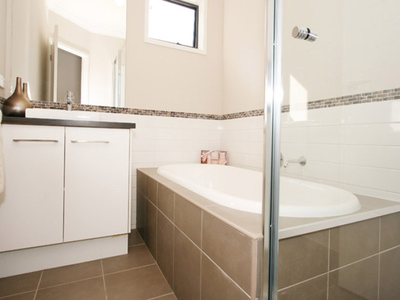 Bathroom renovations melbourne eastern suburbs cutting for Best bathroom renovations