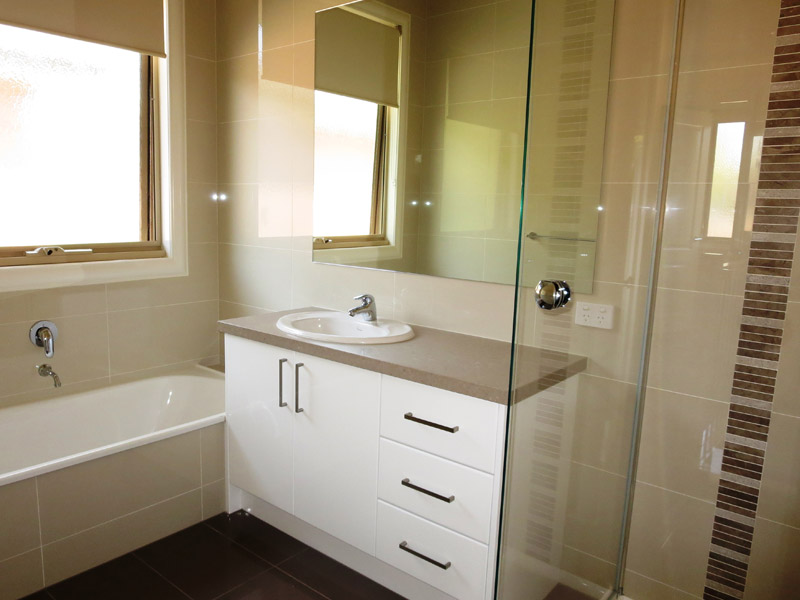 Small bathroom renovations melbourne cutting edge for Small bath renovation pictures
